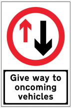GIVE WAY TO ONCOMING TRAFFIC (REFLECTIVE FOLD UP) 900X600MM