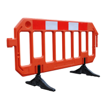 GATE BARRIER 2M RED/WHITE C/W SWIVEL FEET
